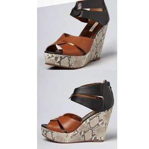 Cynthia Vincent Lana Twisted Strap Wedges Size 7